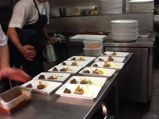 Bellakai: Individual fruit plate@jindicheese. triple brie!