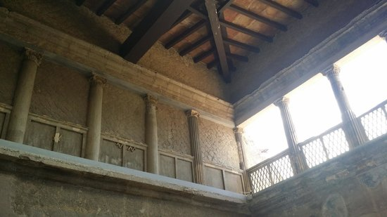 Ruins of Herculaneum : top wall inside a home