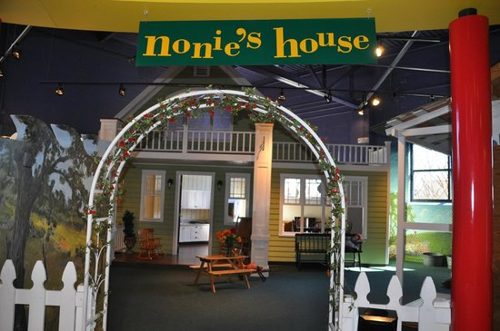 Greensboro Children's Museum : Nonnie's House reminded me of a quaint gramma's house complete with garden and chickens (fake)!