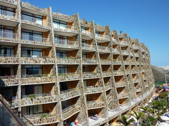 Gloria Palace Amadores Thalasso & Hotel : Bedrooms with south facing balconies