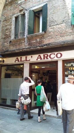 All'Arco : 店の外観