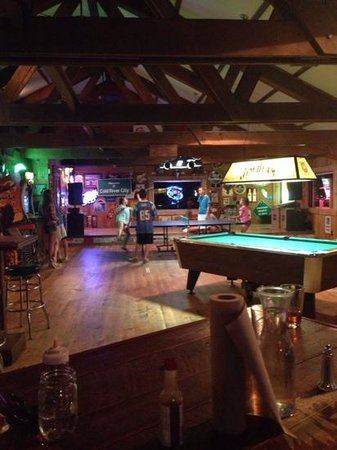 Gallatin Riverhouse Grill: Pool table and ping pong table