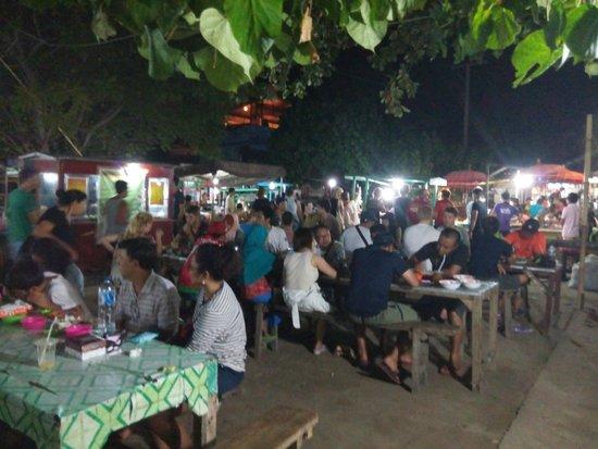 Gili Trawangan Night Market: Penuh orang