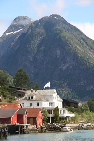 Fjaerland Fjordstue Hotell: A breathtaking setting; the hotel is the white building
