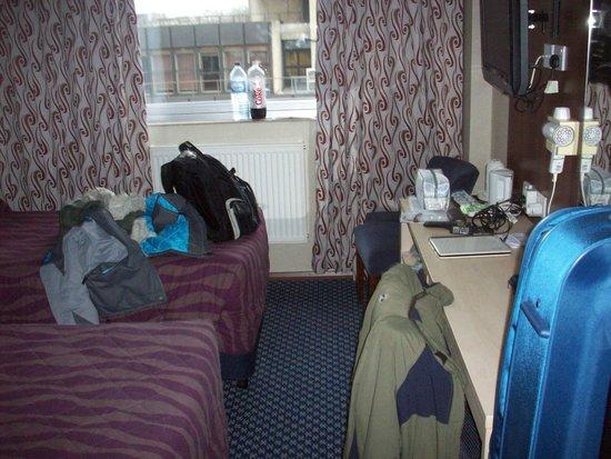 Royal National Hotel: Habitación . Ventana