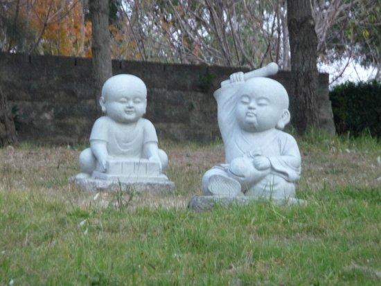 Nan Tien Temple : Garden Stautes