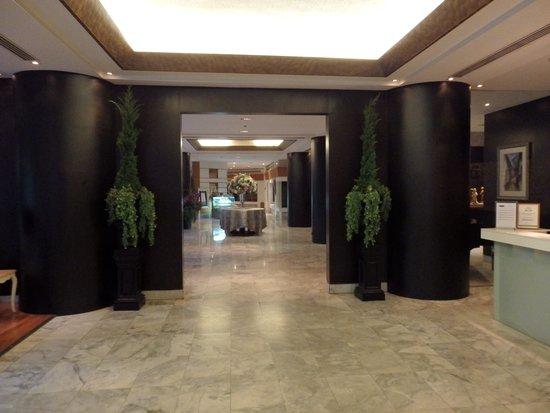 Pantip Suites Sathorn: Entrance Lobby