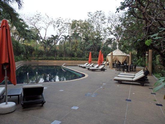 Pantip Suites Sathorn: Pool Area
