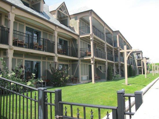 Harborside Hotel & Marina: View of ocean side rooms