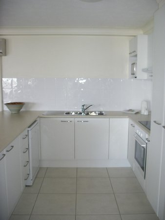 Aegean Apartments: Kitchen