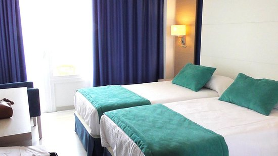 Hotel Agua Beach: Double room with the seaview from the door
