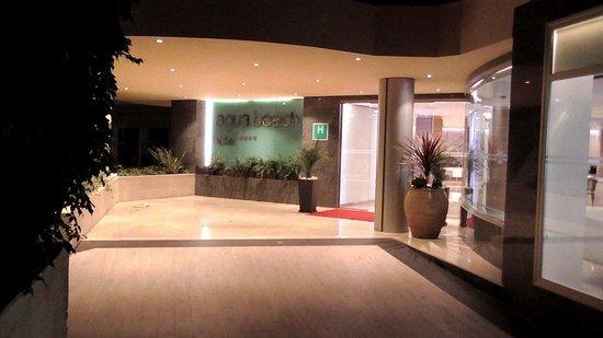 Hotel Agua Beach: Entrance