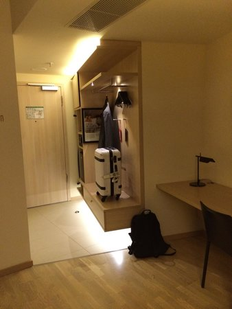 Scandic Hamburg Emporio: Eingang Zimmer 450