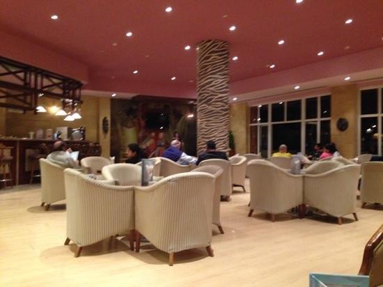 Amwaj Oyoun Hotel & Resort : upstairs bar