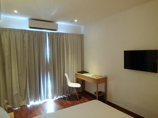 QuaySide Hotel: room