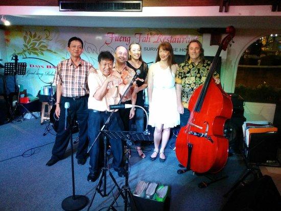 Suriwongse Hotel: Good Days Band