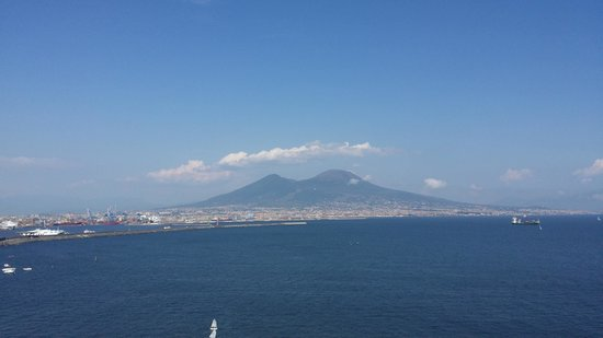 Eurostars Hotel Excelsior: View of Vesuvius from the Roof