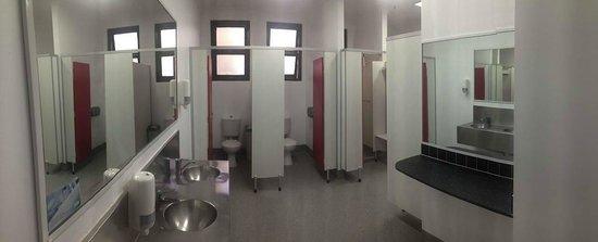 Nomads Brisbane Hostel : Women Bathroom Level 1