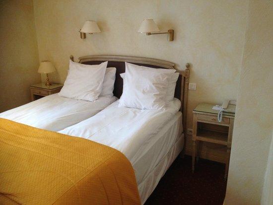Best Western Grand Hôtel Bristol : Room 222 bed