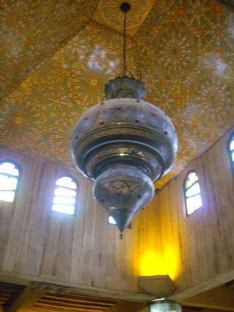 Kasbah Hotel Xaluca Arfoud: Ceiling Lantern in Lobby