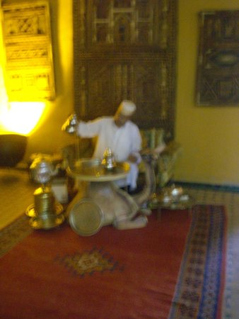 Kasbah Hotel Xaluca Arfoud: Welcoming Mint Tea!