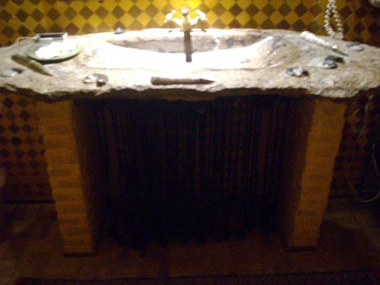 Kasbah Hotel Xaluca Arfoud: Bathroom Sink