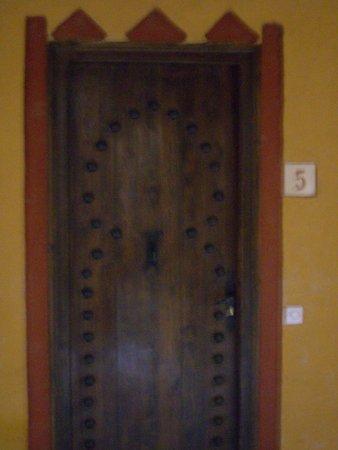 Kasbah Hotel Xaluca Arfoud: Door to Chambres 5