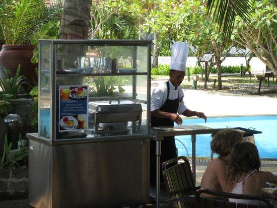 The Frangipani Langkawi Resort & Spa : Roti Canai station at the pool bar restaurant