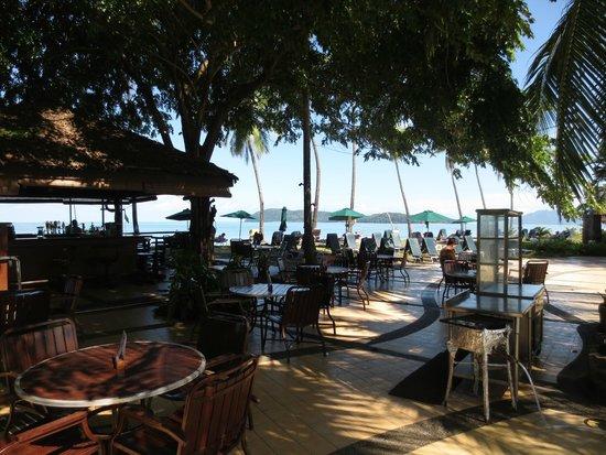 The Frangipani Langkawi Resort & Spa : Pool bar restaurant