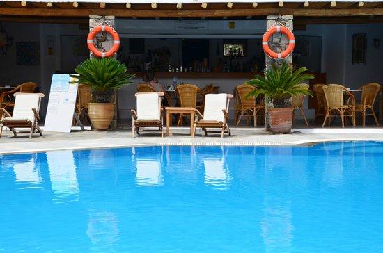 Hotel Kamari : Poolbar!