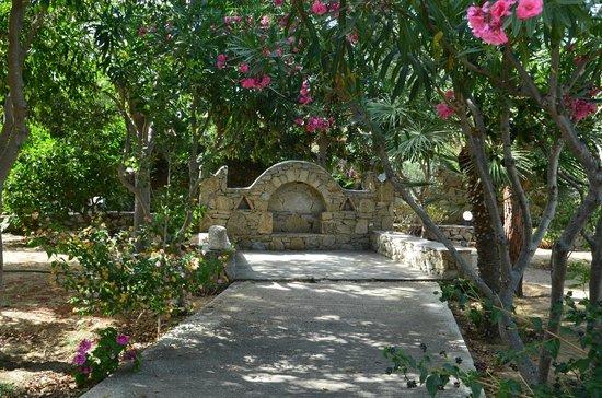 Hotel Kamari : Garten!