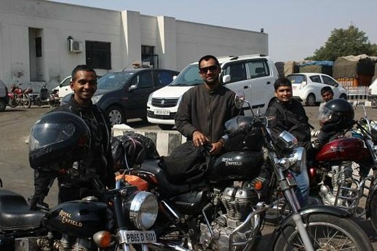 Three Viktorianz riders on Ladakh Ride