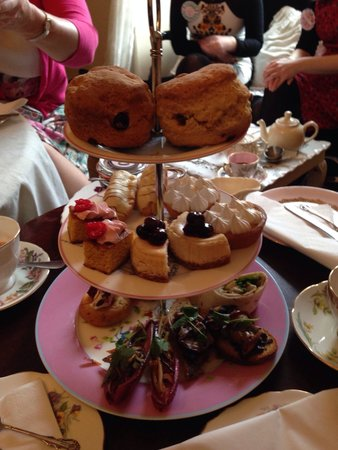 Casa Angelina: Vintage afternoon tea (cake stand for 2 people)