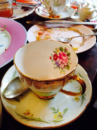 Casa Angelina: An eclectic collection of pretty tea cups and plates