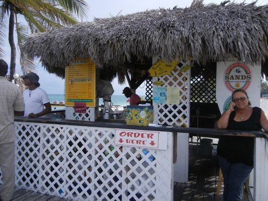 Tony Macaroni's Conch Experience : Everyone waiting to serve you!!