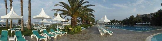 Turquoise Resort Hotel & Spa: Панорамный вид территории бассейнов и лужаек