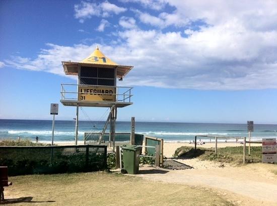 Surfers Paradise Backpackers Resort: Beach entrance from hostel - 2 mins walk!