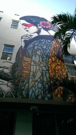 Room Mate Lord Balfour: Courtyard mural