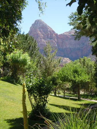 Cliffrose Lodge & Gardens: Garden and scenery
