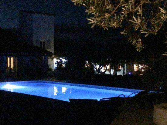 Mas de Calabrun : La piscine la nuit