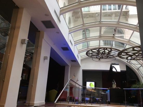 Hotel Parlament: фойе