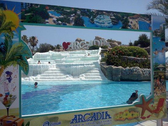 Limak Arcadia Golf & Sport Resort: Eén van de zwembaden, met een echt 'Pamukkale'