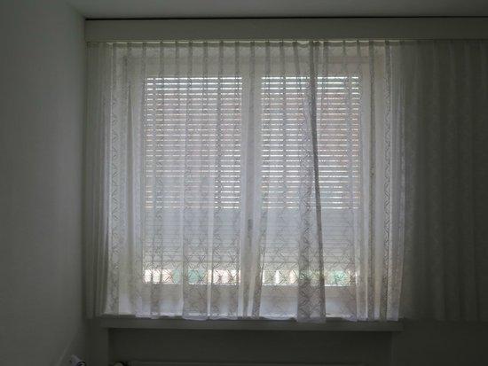 Hotel Alpha: Windows