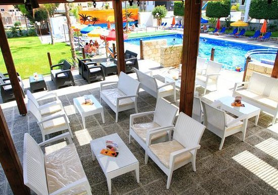 Caravel Hotel: Palm Pool Bar & Lounge
