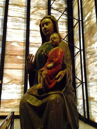Piuskirche: Madonna mit Kind.