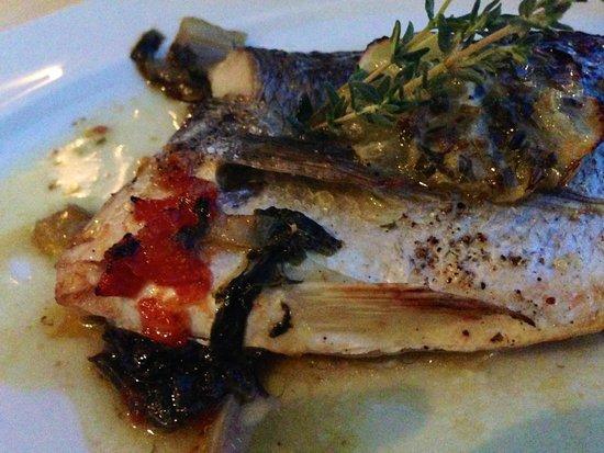 Ferryman Taverna : sea bream with mountain greens