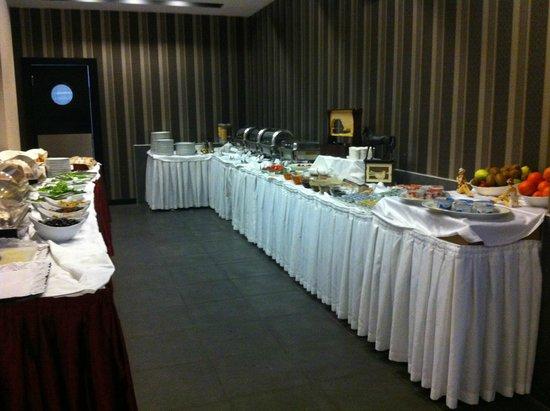 Maltepe 2000: breakfast area