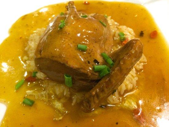 Shan Gout : Pigeon mijoté avec sauce sucrée/salée, accompagnement riz gluant