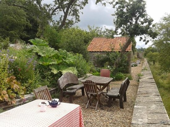 The Walled Garden at Mells: Seating beyond the servery