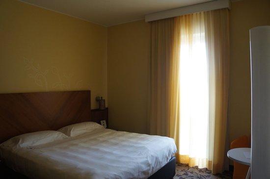 UNA Hotel Mediterraneo: Room